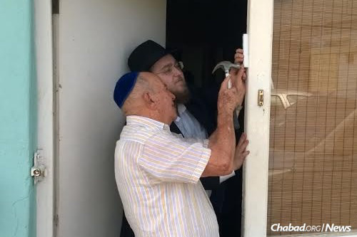 Rabbi Peretz Lazaroff and Rabbi Yisroel Wolff have been hopping around the Caribbean islands of Aruba and Curaçao, sharing Torah thoughts and Jewish practice (like the mezuzah pictured) with locals and tourists.