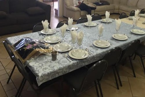 ... that guests are considered an integral part of any Shabbat meal. Your hosts are very happy to have youu2014their meal just would not feel right otherwise! & What to Expect at a Shabbat Dinner - Shabbat