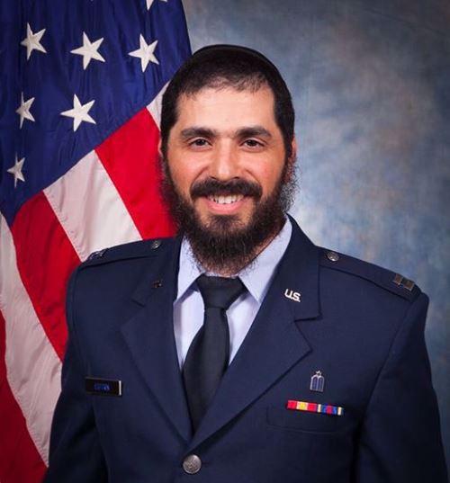 הרב אלי אסטרין, השליח בקמפוס בוושינגטון שהפך לקצין דת