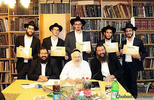 Chabad of Hebron's Ratz Chabad Smicha Program completed its first year with rave reviews. In total, seven bochurim tested and received their ordination from Rabbi David Meir Drukman of Kiryat Motzkin, Israel. Rabbi Itzik Niemark of Chabad of Hebron directed the students, overseeing a balance between intensive learning in Ma'arat Machpela and outreach to soldiers.