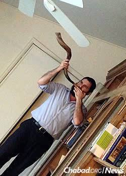 Rabbi Eliezer Zalmanov, co-director of Chabad Lubavitch of Northwest Indiana in Munster, Ind., sets out with his whole family to make sure that those not able to attend services will hear the shofar. (Photo not taken on Yom Tov)