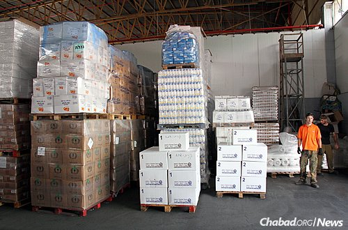 Colel Chabad, the oldest continuously operating charity in Israel, is distributing millions of dollars of food assistance to families in need for the upcoming Jewish holidays.