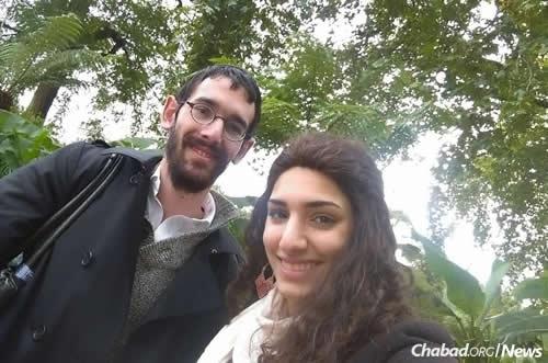 Mendy y Esther Turk , los recién casados de Brasil, llegaron a Israel hace apenas dos días para comenzar su nueva vida juntos con un año de estudio en Jerusalén .