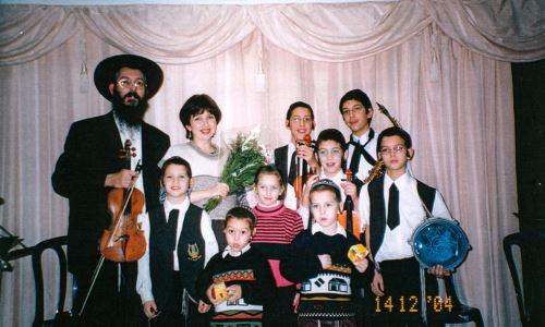 """משפחת ברוצקי בשנת תשס""""ד - 2004"""