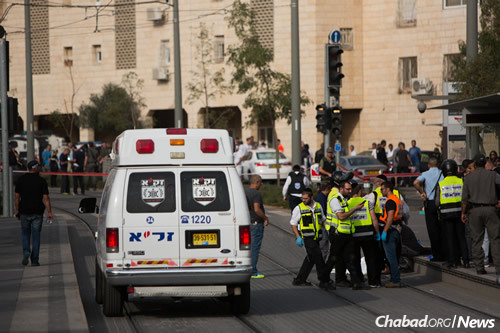 Rescue personnel at the scene of a stabbing attack in the northern Jerusalem neighborhood of Pisgat Ze'ev. A 13-year-old was stabbed by a terrorist while riding his bicycle. The boy is hospitalized in critical condition. (Photo: Yonatan Sindel/Flash90)