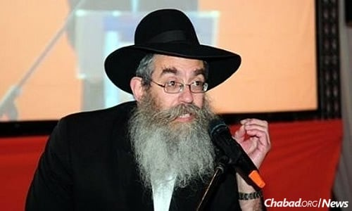 A passionate and inspired personality, Ceitlin was often invited to address Chassidic gatherings around the world.