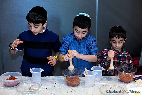 Children hard at work at the casting station. (Photo: Meir Pliskin)