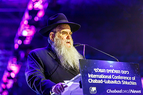 Rabbi Moshe Kotlarsky, vice chairman of Merkos L'Inyonei Chinuch, spoke about personally being inspired by the work of the emissaries and wished them a return home with renewed vigor. (Photo: Eliyahu Parypa/Chabad.org)