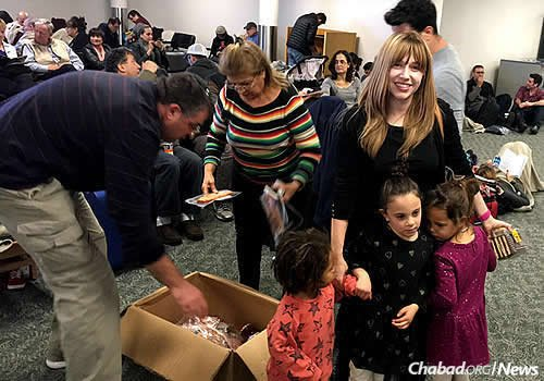 Chavie Bruk, co-director of Chabad-Lubavitch of Montana in Bozeman, Mont., drove her three children and a car full of kosher food to Billings Logan International Airport for stranded passengers of an El Al flight to Los Angeles that had to make an emergency landing. (Photo: Hillel Fuld)