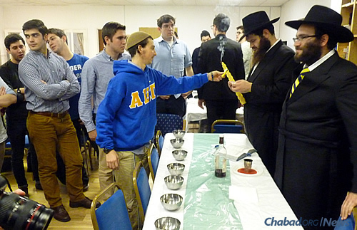 The Havdalah ceremony, which concludes Shabbat and ushers in the new week. (Photo: Fien Barnett-Neefs)