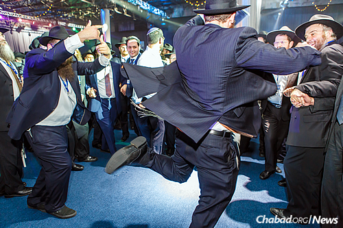 No event or celebration would be complete without joyous dancing from the crowd. (Photo: Eliyahu Parypa/Chabad.org)