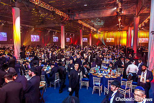 Some 5,200 Chabad rabbis and guests from 86 different countries attended the Sunday-night gala banquet that concluded the 2015 International Conference of Chabad-Lubavitch Emissaries. (Photo: Eliyahu Parypa/Chabad.org)
