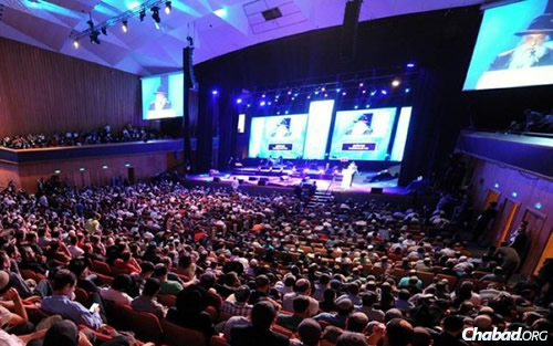 Rabbi Yoel Kahn will again be a featured speaker at the 19 Kislev event that packs the International Convention Center in Jerusalem every year. (File Photo: Meir Alfassi)