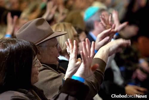 Hearty applause at one of last year's Chanukah events for the Deaf Jewish community. This year, four events in different parts of the United States will be taking place, starting on Sunday night, the first night of Chanukah. (Photo: Boris Brenman)