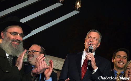 New York City Mayor Bill de Blasio right joins in the added second-  sc 1 st  Chabad.org & New York Mayor De Blasiou0027s Response to Vandalized Menorah: Light ... azcodes.com