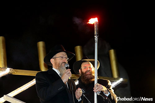 Chief Rabbi of Russia Berel Lazar ignites the first candle.