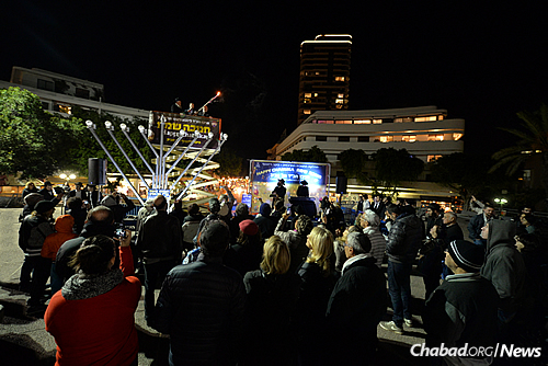 The menorah lit on Wednesday evening—and throughout the eight days of Chanukah—is the tallest one erected in Israel to date, measuring 9.5 meters high. (Photo: Meir Alfasi)