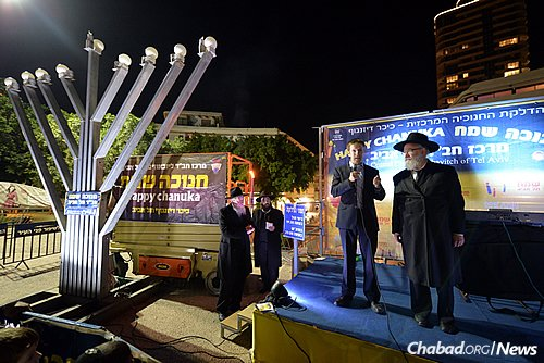 Rabbi Yossi Gerlitzky, right, head Chabad-Lubavitch emissary in Tel Aviv and director of Merkaz Chabad, highlighted the spiritual revolution that the Rebbe—Rabbi Menachem M. Schneerson, of righteous memory—initiated through public menorah-lightings. (Photo: Meir Alfasi)
