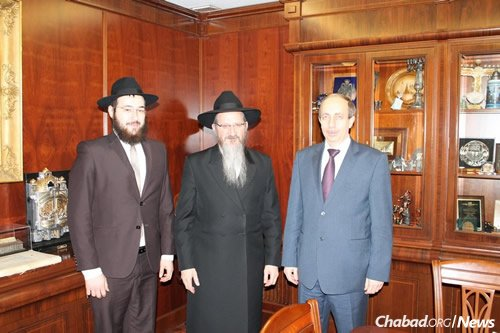 From left: Riss, Chief Rabbi of Russia Berel Lazar and Levinthal at the Marina Roscha Synagogue in Moscow