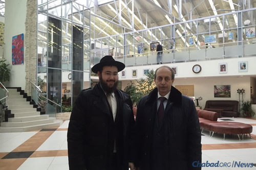 Chief Rabbi of Birobidzan Eliyahu Riss, left, with Levinthal at the Jewish Museum in Moscow