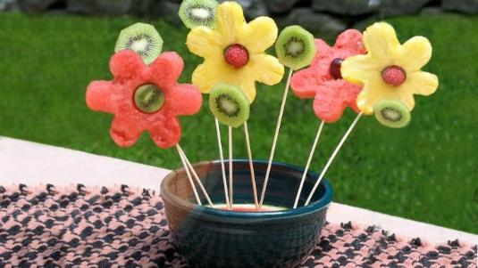 CZ-Cozinhando-Criancas-Buque-Flores-Frutas-D-732x412.jpg