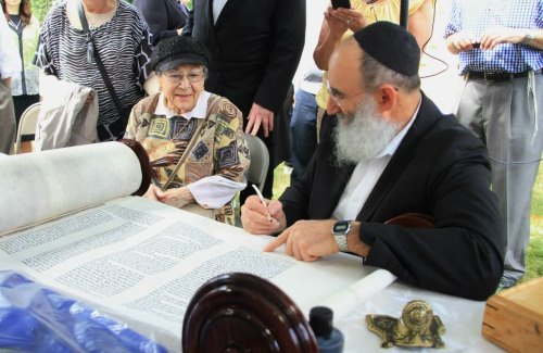 Completing a Torah in Skokie, Ill.