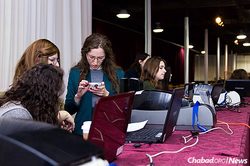 Dedicated volunteers are keys to a successful conference. (Photo: Michal Weiss)