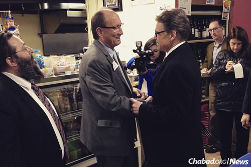 Former Republican presidential candidate Rick Perry of Texas, right, with Iowans at the deli