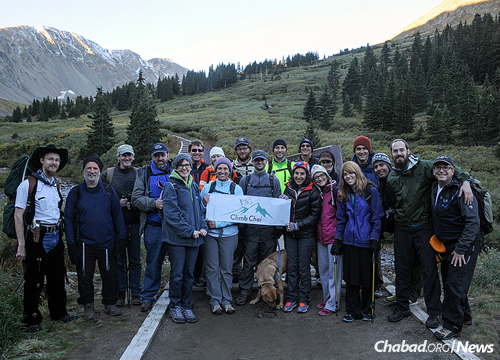 """Getting together for a community climb with the Jewish Life Center-Chabad of Stapleton in Colorado, as people of all ages tackle a """"14er,"""" one of 58 mountain peaks in the state that exceed 14,000 feet. (Photo: Neil Rosenfeld)"""