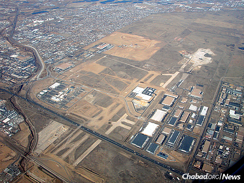 The former Stapleton International Airport in 2006, as seen from the air. Much of the land has now been developed into a residential and retail community. (Photo: Wikimedia Commons)
