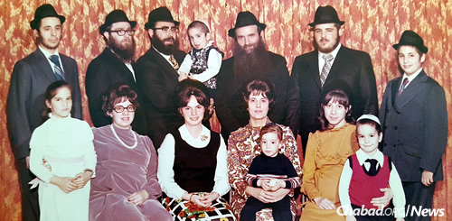 The rabbi, top row, second from right, with his parents and siblings