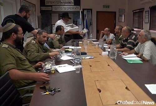 The distribution of High Holiday kits to officers and heads of the security forces in the Hebron region.