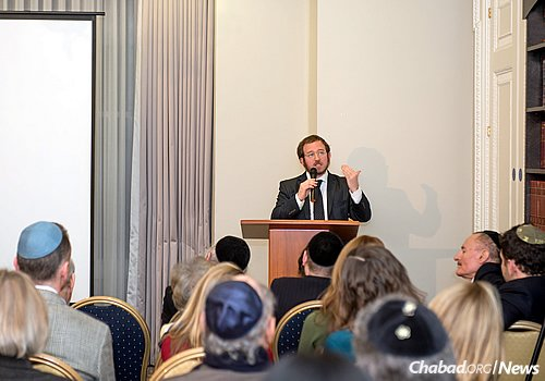 """Rabbi Mendel Kalmenson launched his new book """"A Time to Heal"""" with a talk at the Chabad Belgravia Community Centre in London. The event drew a crowd of about 100 to hear about the Lubavitcher Rebbe's response to tragedy and suffering, as described by Kalmenson."""