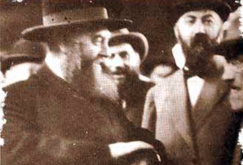 Rabbi Mordechai Dubin (right) was instrumental in rescuing the sixth Lubavitcher Rebbe (left) from the USSR.
