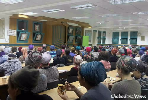 A lecture for hundreds of women from Kiryat Arba, Hebron and the surrounding area.
