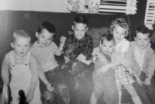 רובר כילד (במרכז)