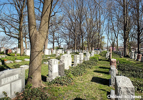 jewish funeral burial and mourning essay Another relative or the next of kin may also take charge of the funeral or burial if one of these seven relations are not present if there are no kin to take care of the body of the deceased, the dead person is called a met mitzvah.