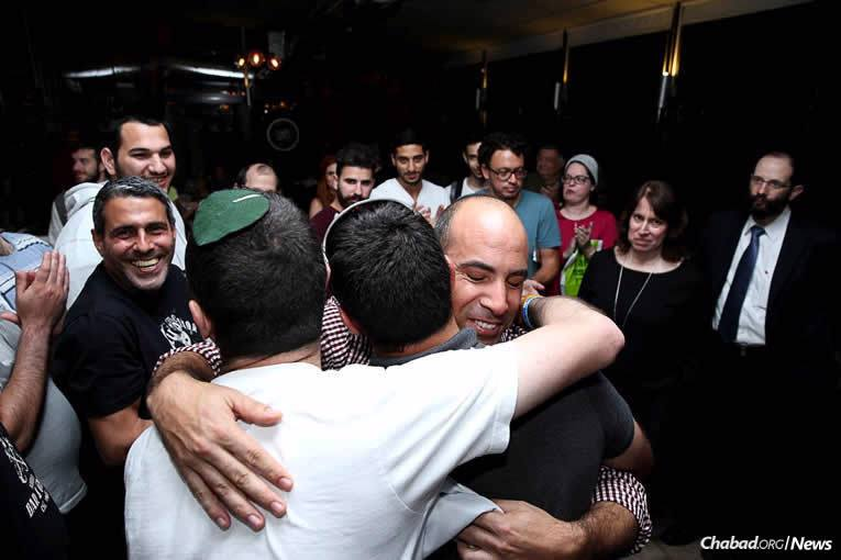 Some 60 participants—alumni of Belev Echad and its supporters, including a handful of people who flew in from New York—gathered at Café Café, a popular restaurant in Givat Shmuel near Tel Aviv for a reunion dinner. (Photo: Bentzi Sasson)