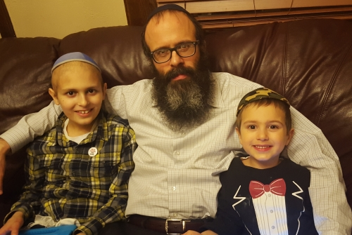Shmulie with his father, Rabbi Yossi Brackman, and brother, Mendel.