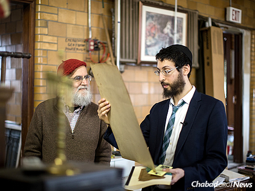 Rabbi Dovid Edelman first began visiting Ken Schoen (pictured on the left, with Rabbi Lavy Kosofsky) and Jane Trigere at their Jewish bookstore in Deerfield in the late 1990s. Shmurah matzah at their Passover seder is now a family tradition. (Photo: Pearl Gabel)
