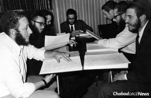 Shimon Allan, third from right, from New Zealand came to Melbourne in 1968, and soon began learning at the yeshivah.