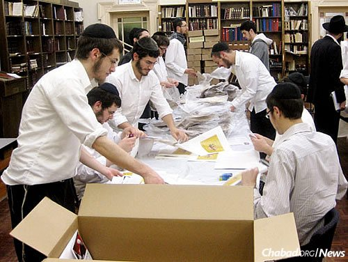 In the weeks before Passover, students at the Yeshivah Gedolah in Melbourne, Australia, devoted time to packaging and distributing thousands of hand-baked shmurah matzahs.