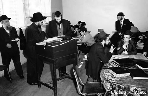 Rabbi Lazer Herzog, the founding rosh yeshivah second from left