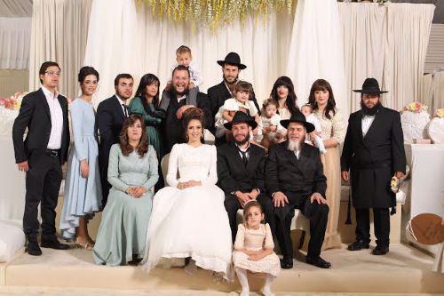 הרב יום-טוב הכהן עם משפחתו