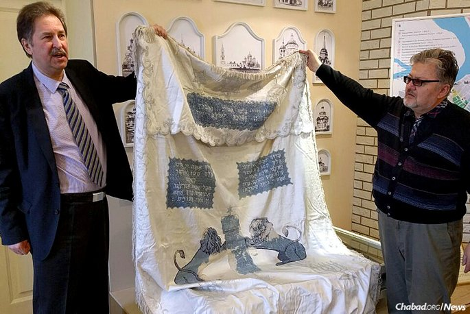 A parochet—the decorative cover for the ark containing Torah scrolls—that went missing from the Irkutsk Synagogue a century ago has been found and brought back to its home.