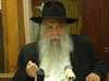 R' Yoel Kahn Teaches a Sicha on Pesach (Hebrew)
