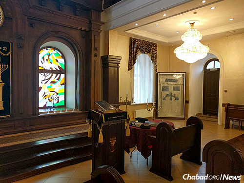 The synagogue recently underwent significant renovations and is registered in the city preservation fund.