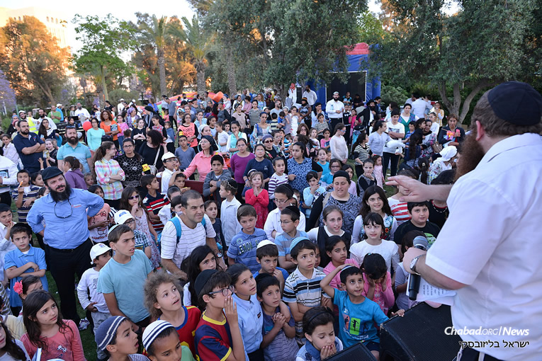 First, a Lag BaOmer parade, and then festivities for the entire family, as seen here in Be'er Sheva. (Photo: Yisrael Blesovsky)