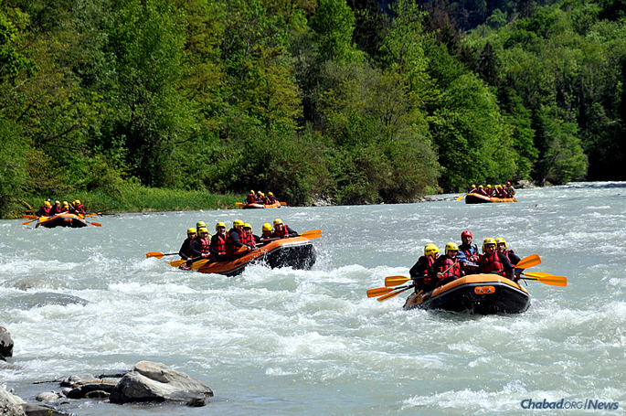 "The fourth annual CTeen ""Shabbat Across Europe"" drew more than 200 teenagers from 20 cities and six countries to a Chabad center in Geneva, where participants got a taste of the great outdoors as part of a weekend of spirituality. (Photo: CTeen.com)"