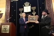 Церемония вручения одесской еврейской общине «Хабад Шомрей Шабос» символического ключа от Бродской синагоги